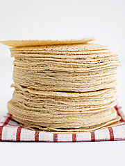 http://viajandoandamos.files.wordpress.com/2010/04/0904_food_corn_tortillas1.jpg